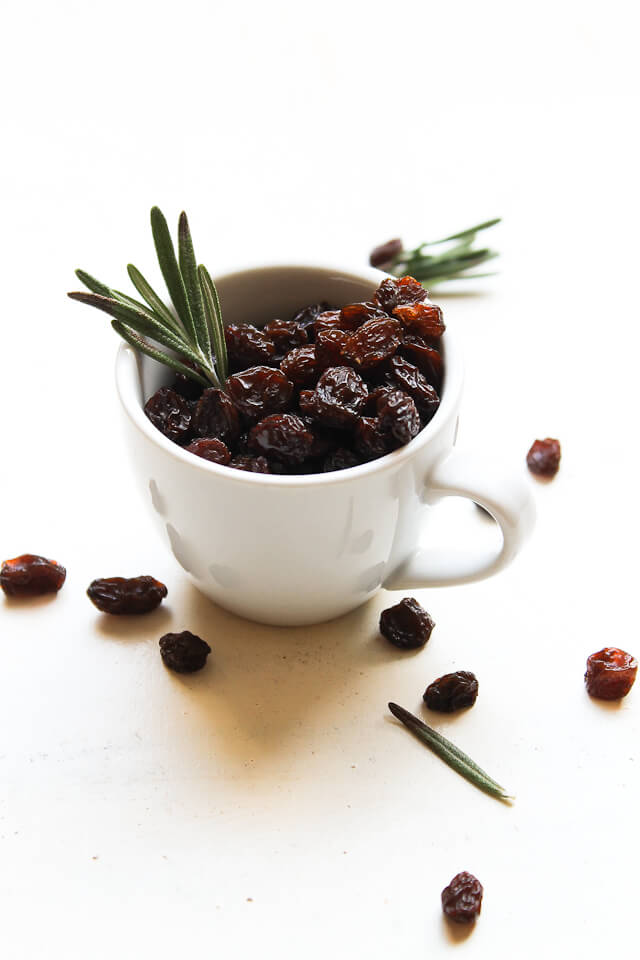 Rosemary & Raisins by Migle on Flickr - Raisins and other dried fruit are another sugary food making you fat